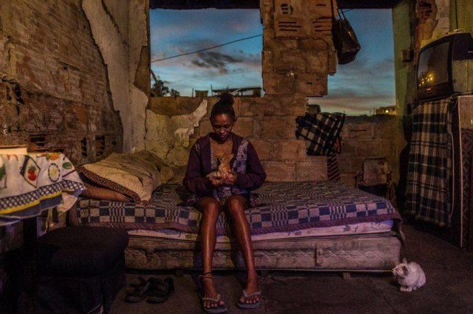 В трущобах даже отсутствуют основные блага цивилизации — электричество и водопровод.