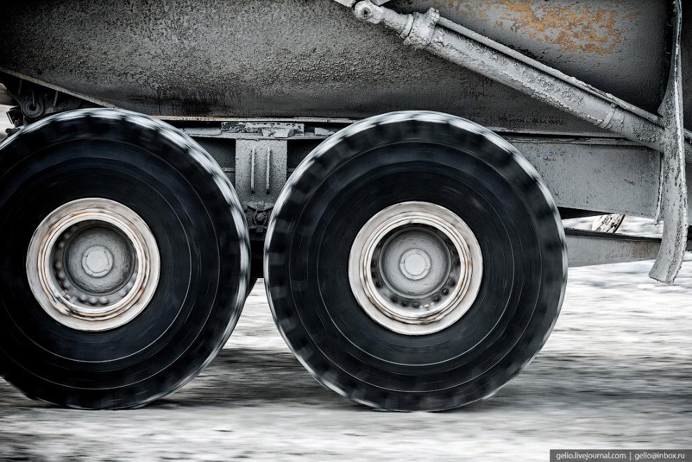 24. На некоторых предприятиях создают запас уже смонтированных колёс с шинами, чтобы сократить срок