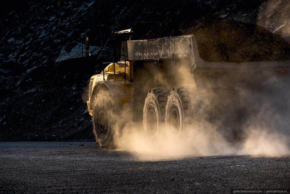 25. Задняя пара — самая ответственная часть колёсного комплекса Volvo А40, на неё приходится максима