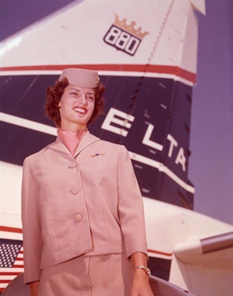 Модные и яркие униформы компании Delta в 60-х