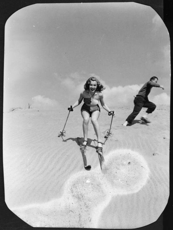 Калифорния, 1940-е года.      Норма Джин Догерти уже близка к работе модели для рекламы