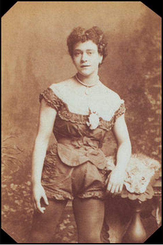 Взгляните на Зазель, когда она отправляется на полет в 1877 году: