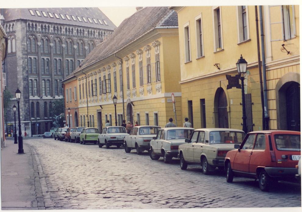 17. Посмотрим теперь, какими были в 1992 году улицы мегаполисов «Третьего мира». Они вроде бы так вс