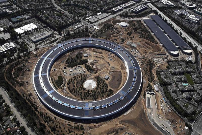 Apple офис работа сотрудники травмы
