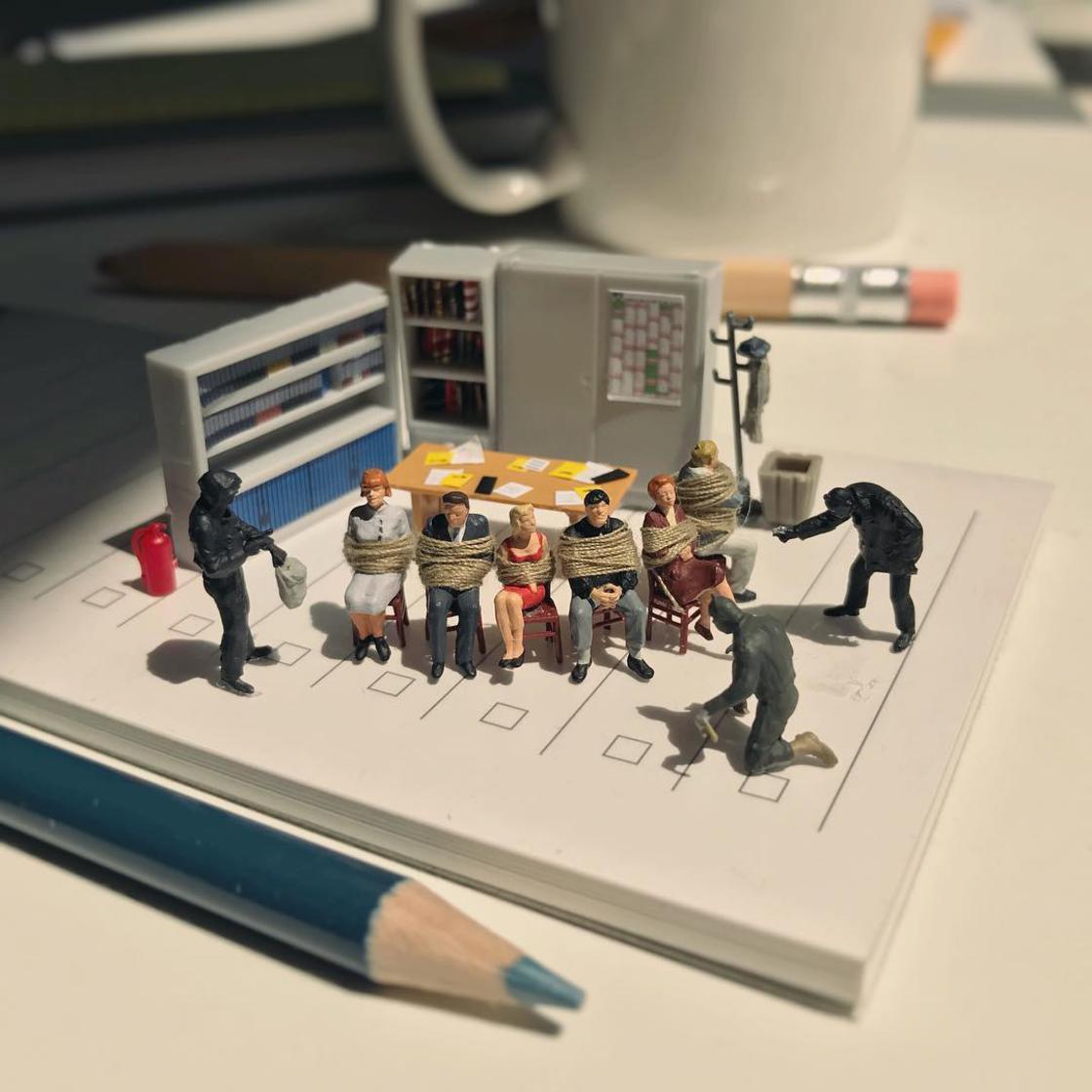 Miniature Office - When a creative employee creates miniature scenes
