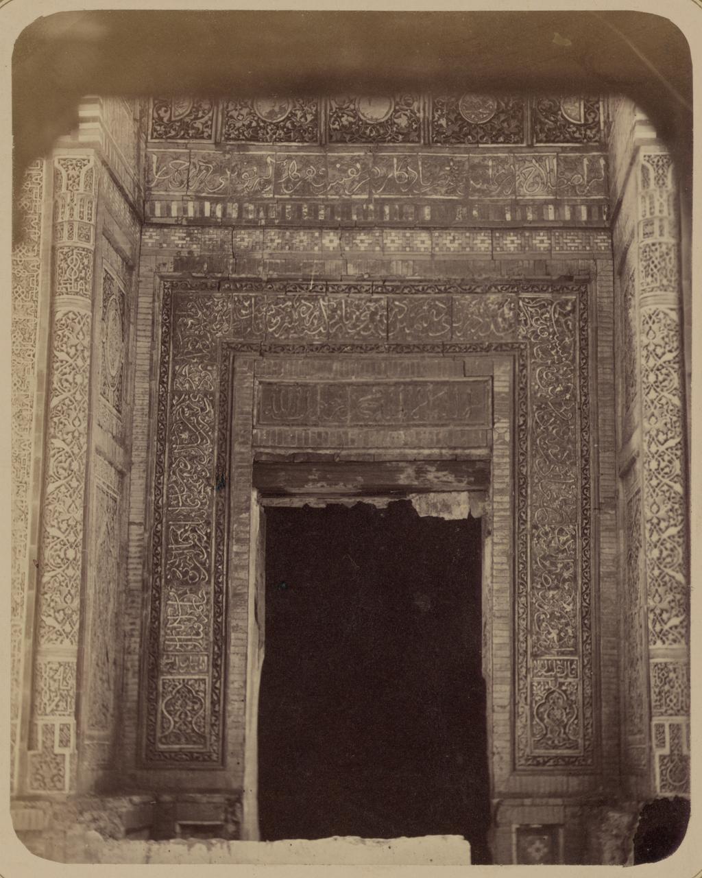 Мавзолей эмира Кутулука Турди Бека Ака. Входная дверь