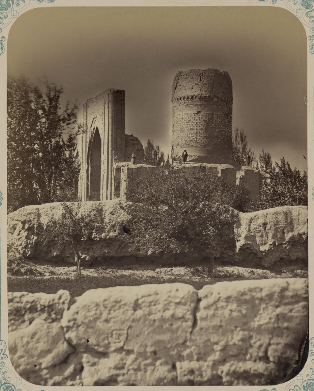 Ишрат-хана, развалины летнего дворца Тамерлана. Боковой фасад (южный)