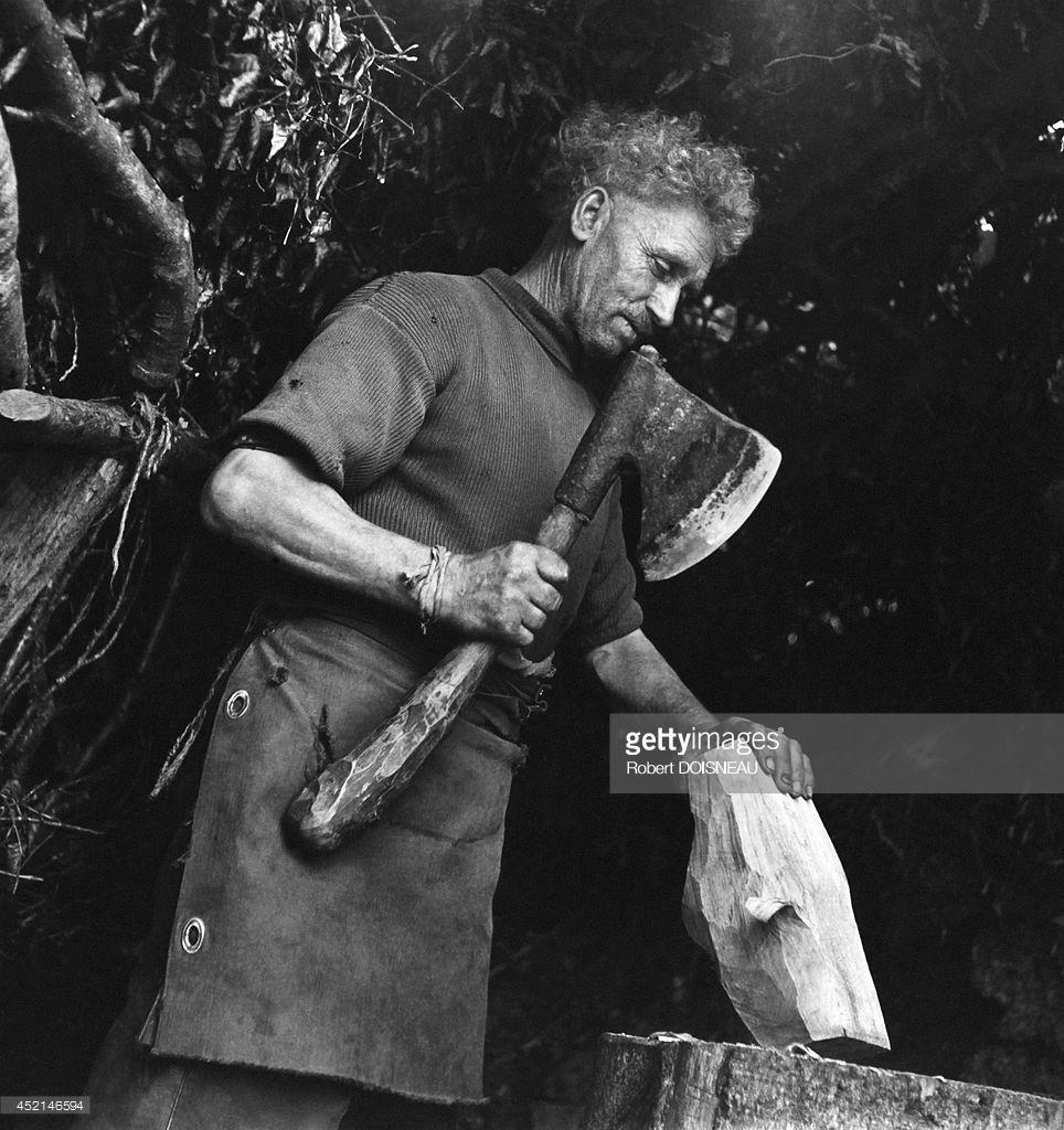 1942. Башмачник за работой