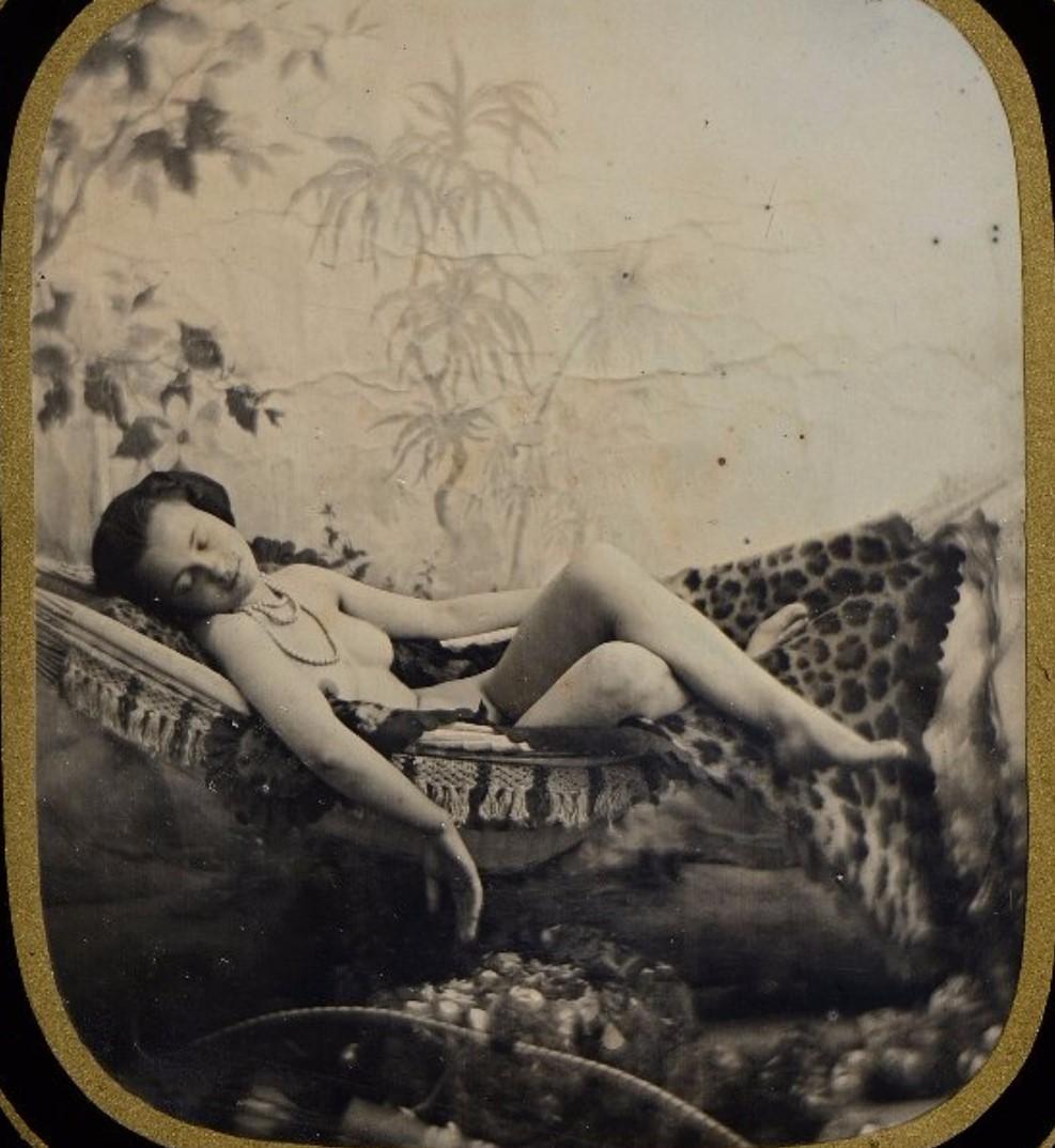 1850. Спящая в гамаке