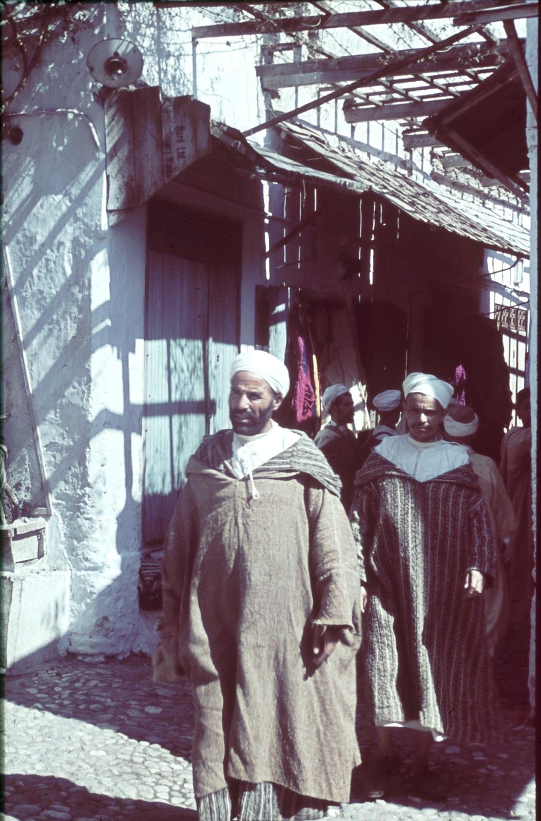 Каир. Мужчины в переулке