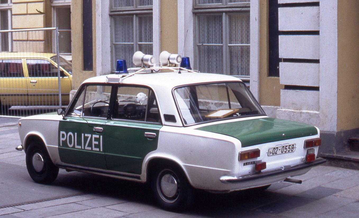 East_German_police_car_in_the_new_colors_of_Germany_(1991).jpg