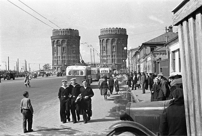 Крестовские водонапорные башни. Москва, 1950 ЭЕ