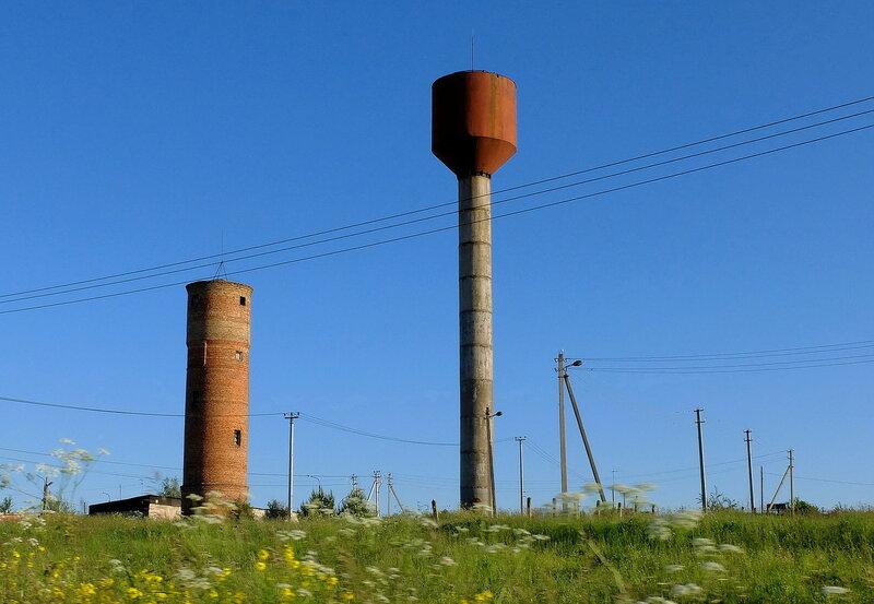 Две водонапорные башни в Топканово