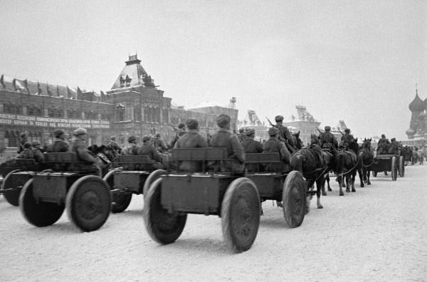 Отправка подразделений на фронт после парада 1941 г открытки фото рисунки картинки поздравления