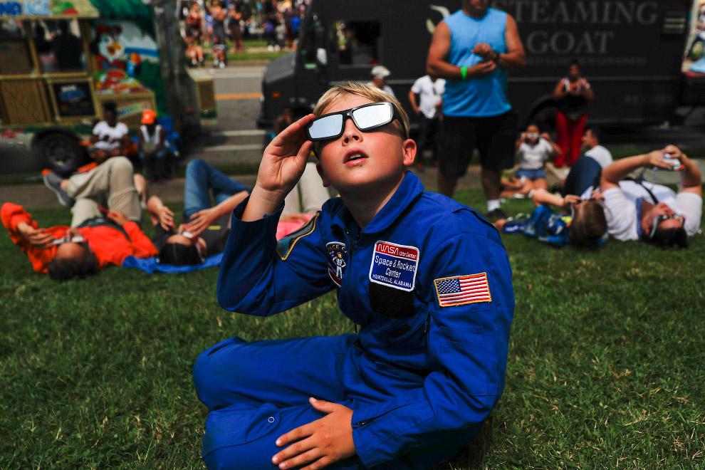 Вот такое Великое солнечное затмение было на днях в Америке. (Фото Alejandro Zepeda):