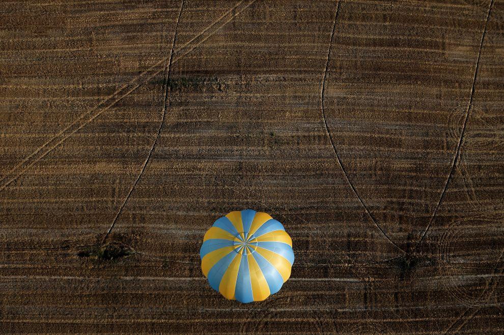 Текущий рекорд высоты установил 24 октября 2014 года Алан Юстас, поднявшись на высоту около 4