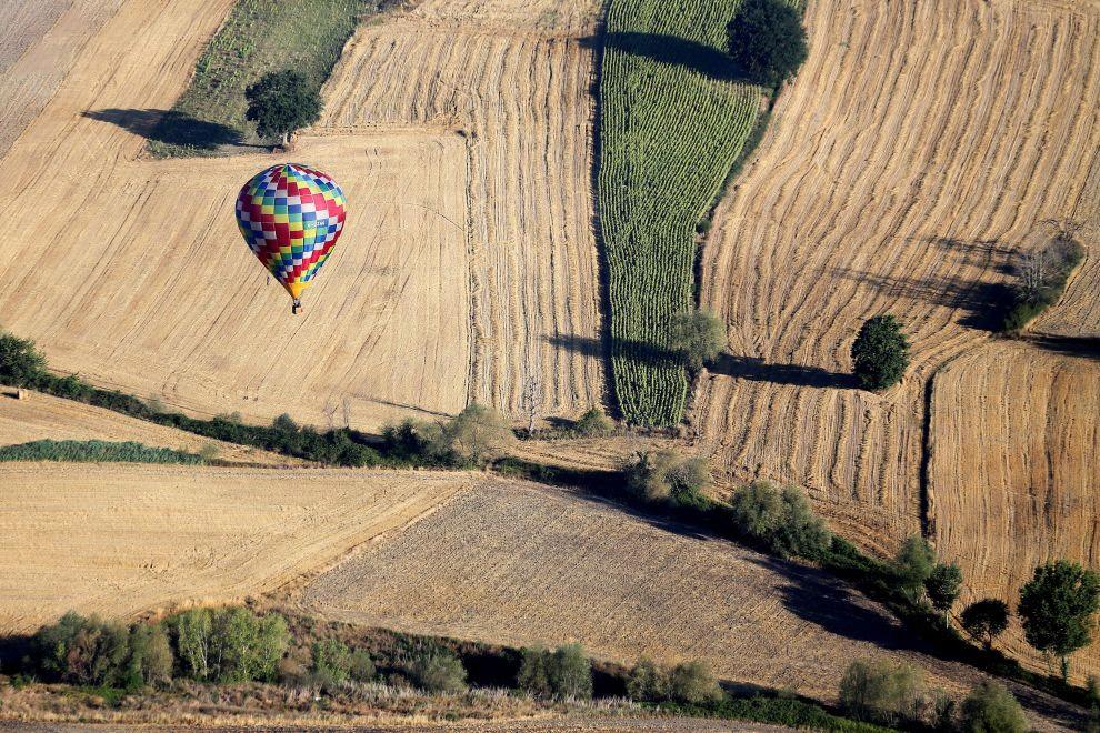 Рекорд высоты для беспилотного шара составляет 53.0 км. Шар был запущен 25 мая 2002 года из п
