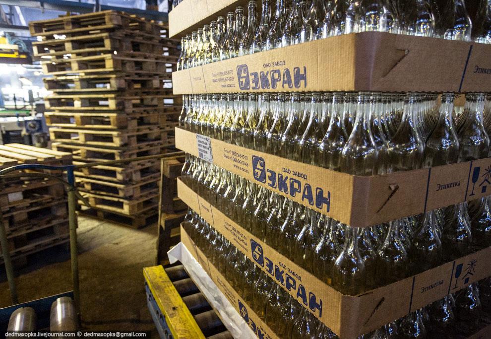 Так рождаются стеклянные бутылки.