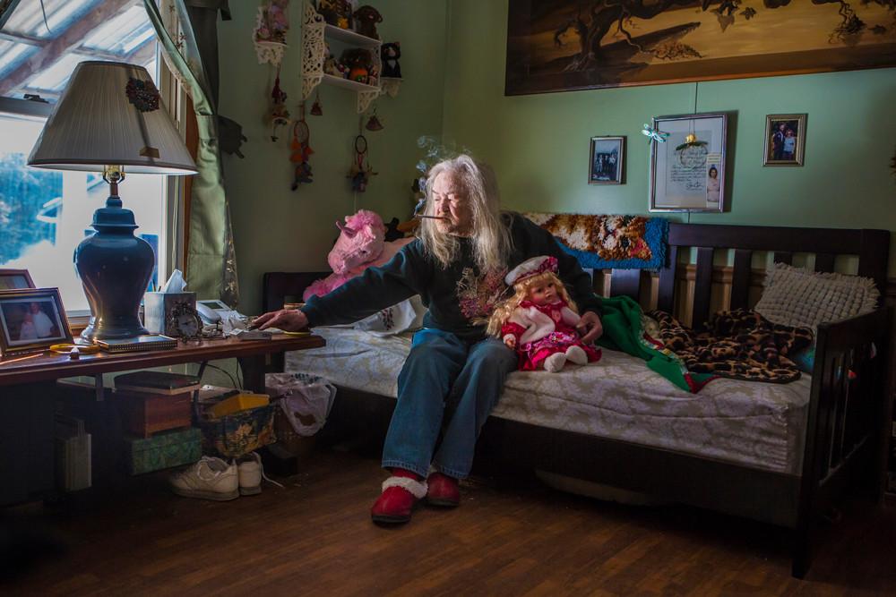 Бетти, Свиден, штат Мэн: «Мой муж умер. Теперь можно курить в доме».