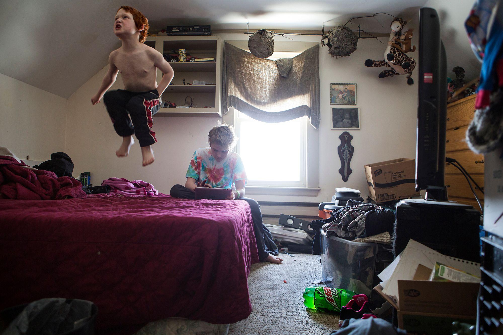 Джуньор и Top: «Моя кровать стоит в чулане, поэтому я люблю прыгать на маминой кровати».
