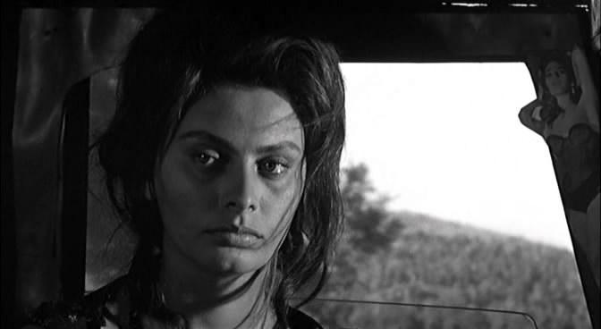 21. Вершиной актерского мастерства Софи Лорен было исполнение роли матери в «Чочаре» — неореалистиче