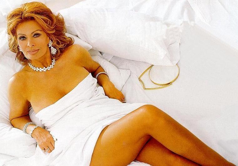 43. В 2006 году в возрасте 71 года Софи Лорен была признана самой красивой женщиной планеты. Кроме т