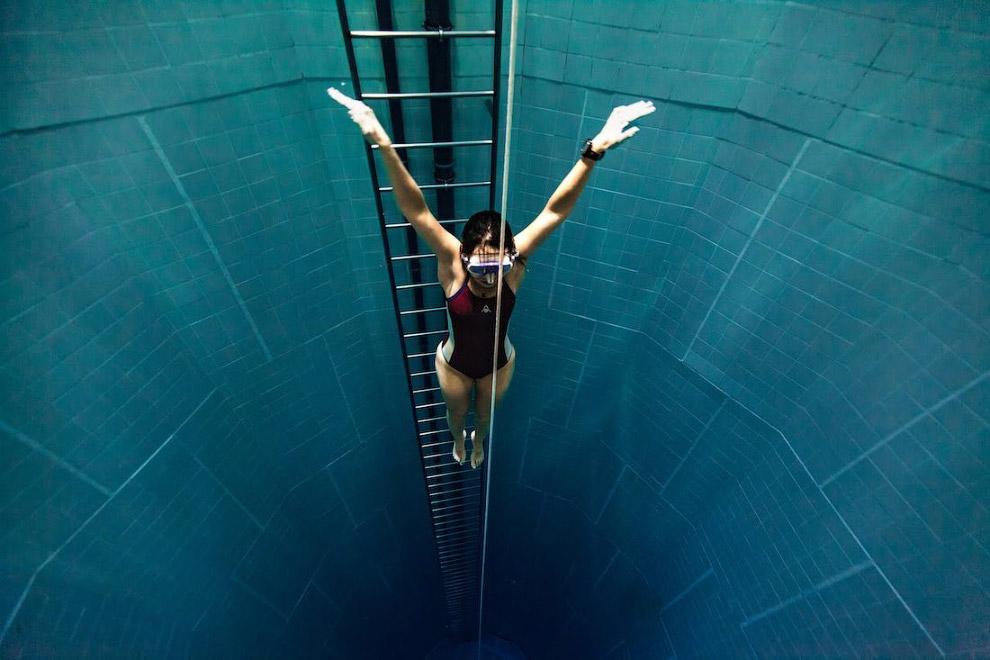 105.5 метров    Такова глубина залегания  станции Киевского метр