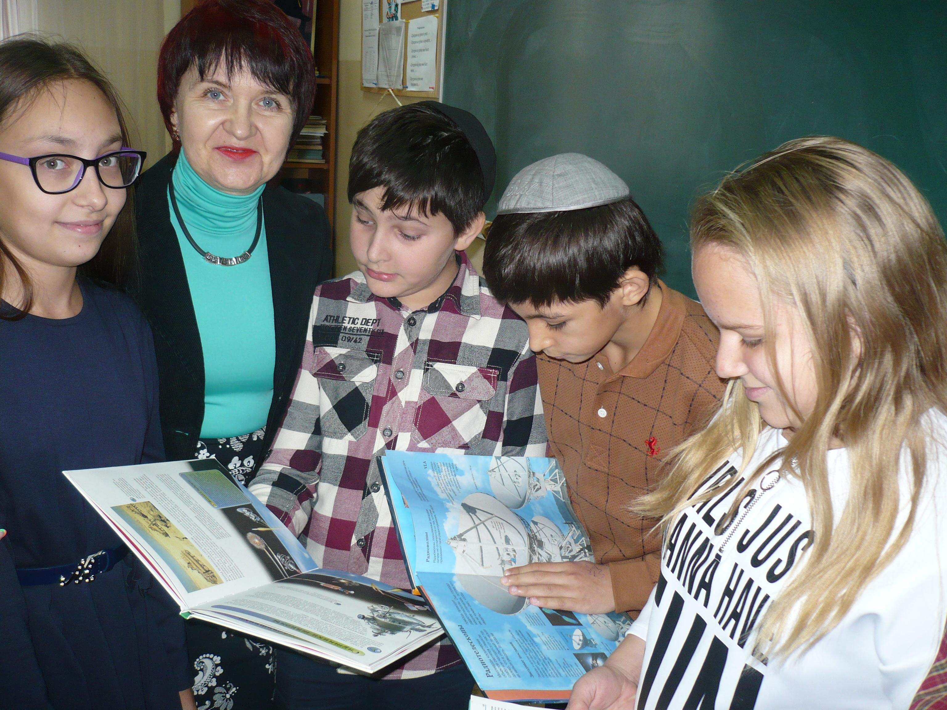 освоение космоса, донецкая республиканская библиотека для детей, занятия с детьми, отдел справочно-библиографического и информационного обслуживания, выдающиеся дончане