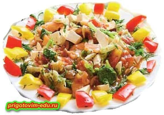 Салат с форелью и инжиром