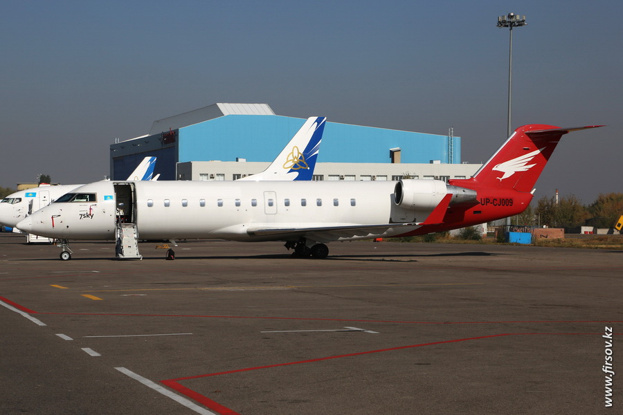 CRJ-100_UP-CJ009_7sky_1_ALA.JPG