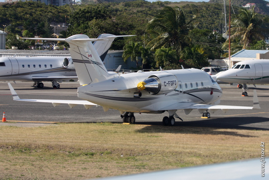 Challenger_604_C-FGFG_Skyservice_Business_Aviation_1_SXM.JPG