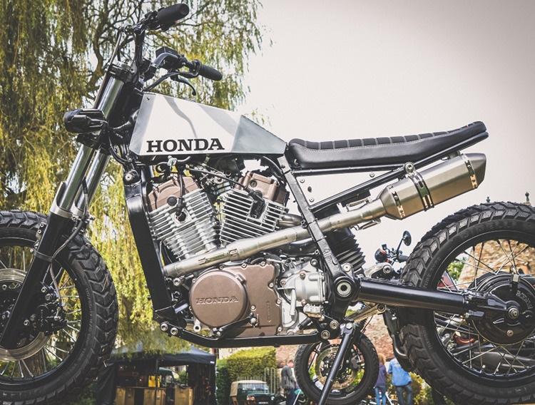 L'etabli Garage: Стрит-трекер Honda XLV750R