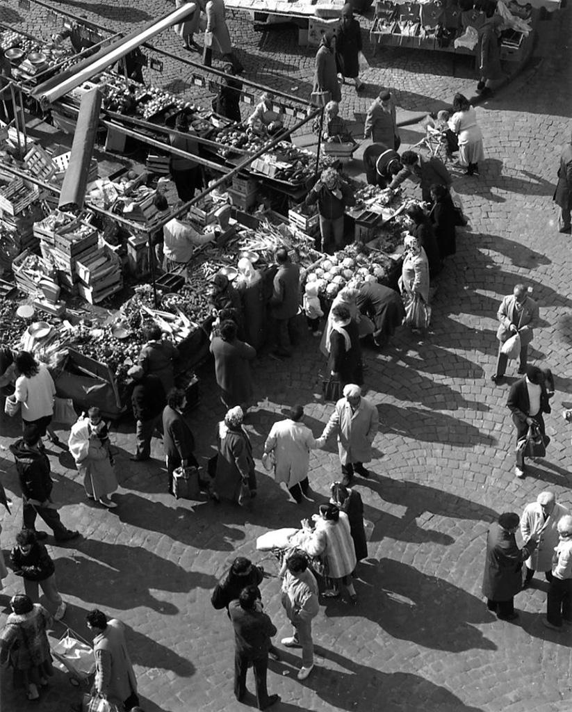 1986. Торговля на площади Жореса в Сен-Дени