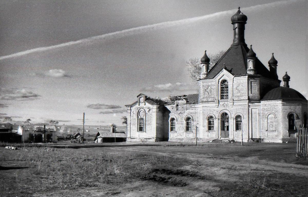 1967. Вид на центр с. Полозова и Князь-Владимирский храм