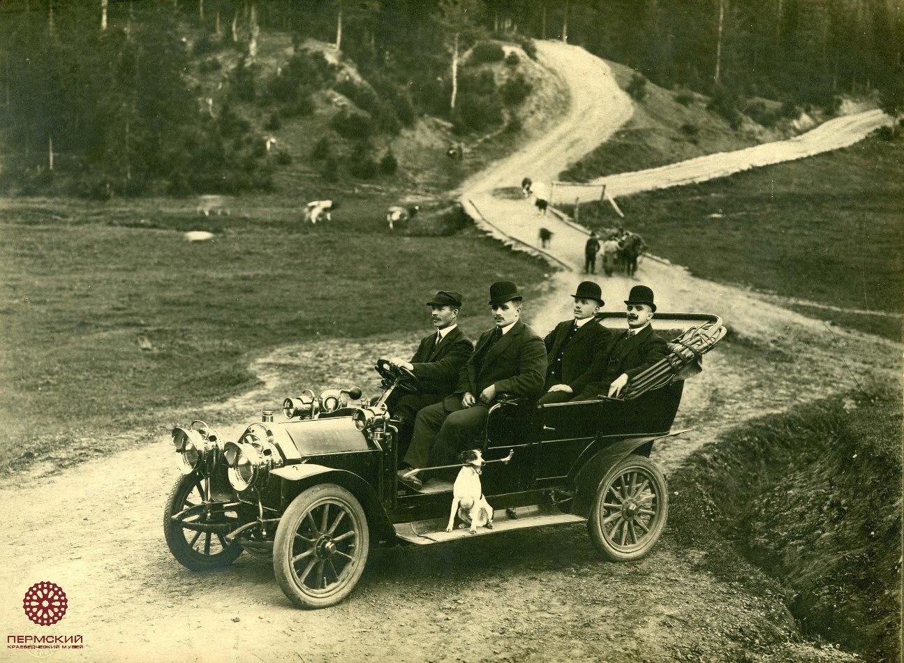 Один из первых автомобилей в Перми. 1910.