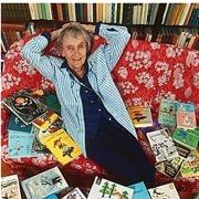 писательница и ее книги