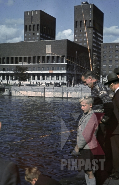 stock-photo-fishing-in-the-oslo-harbour-norway-1940-10530.jpg