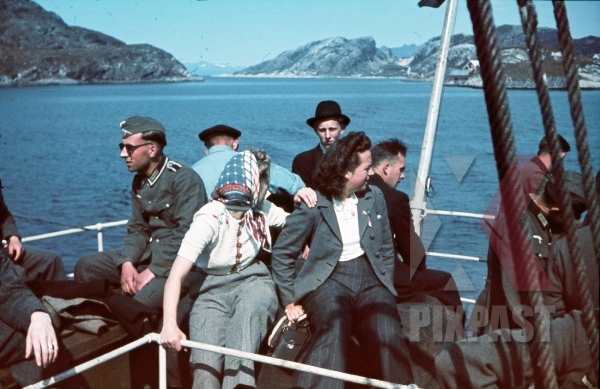 stock-photo-ww2-color-norway-1940-soldiers-sunglasses-civilians-boat-ship-norwegian-flag-pennant-fjord-7995.jpg