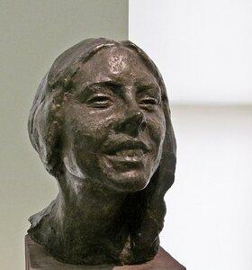 Марта (Смеющаяся девочка). Скульптура Эрьзя С.Д.