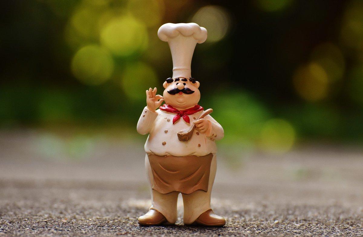 Международный День повара. Повар пробует пищу
