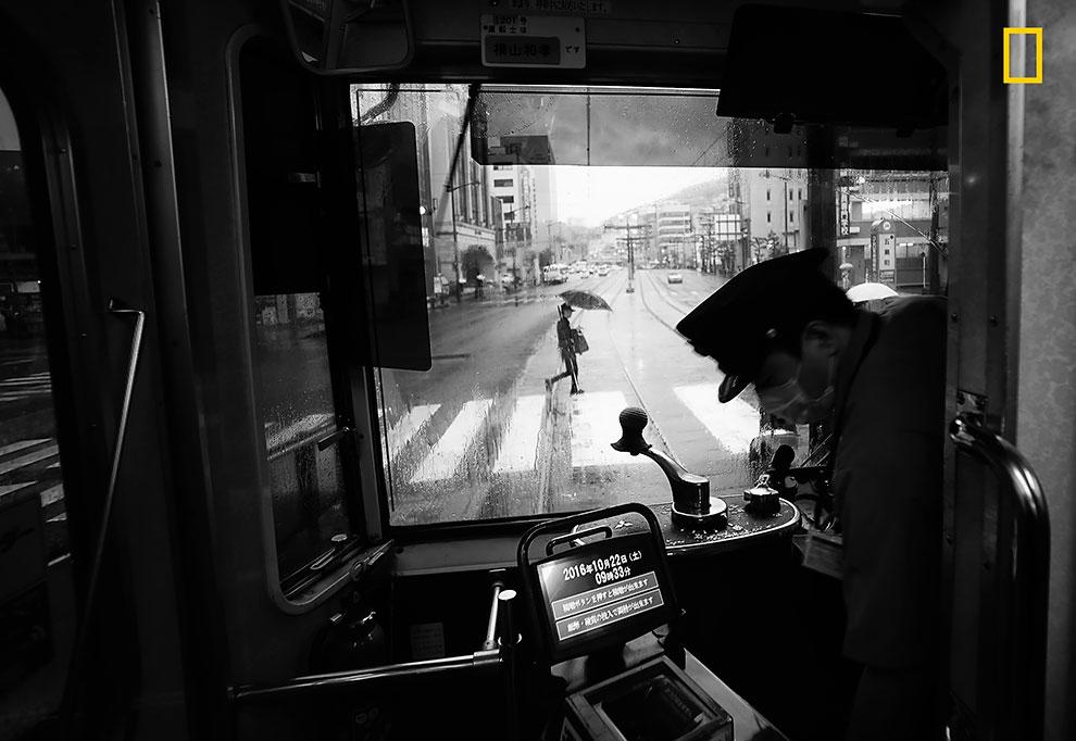 «Очередной дождливый день в Нагасаки, остров Кюсю». Хиро Курасина: «Это вид на главную улицу Нагасак