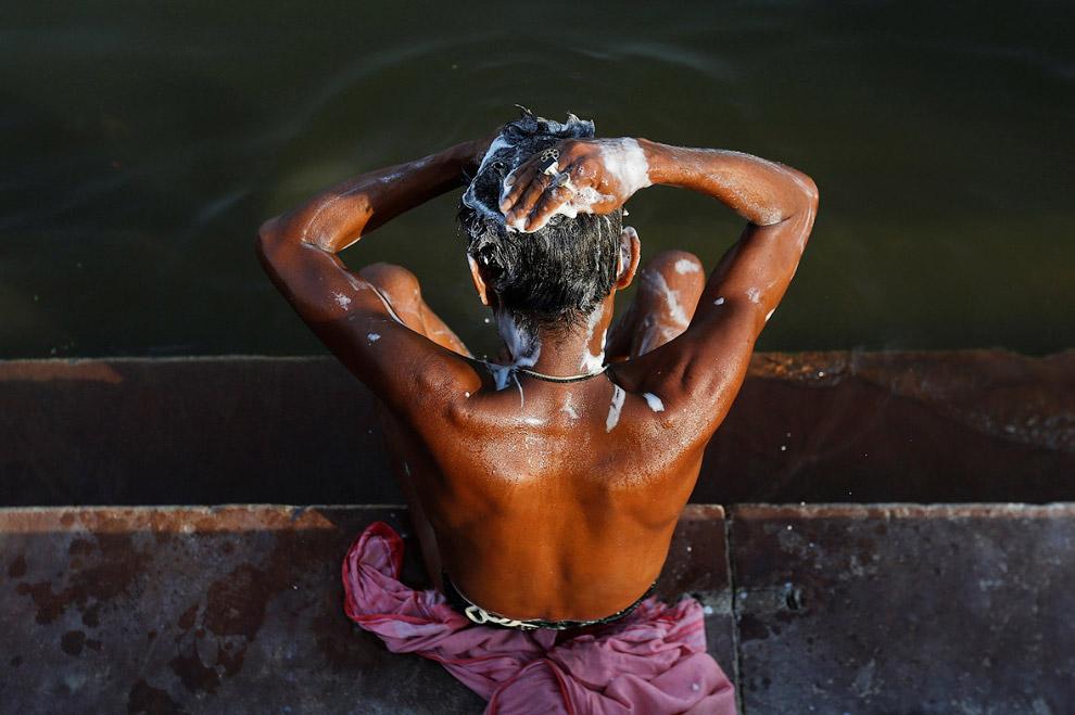 22. Это уже Калькутта. Так выглядят берега Ганга. (Фото Danish Siddiqui | Reuters):