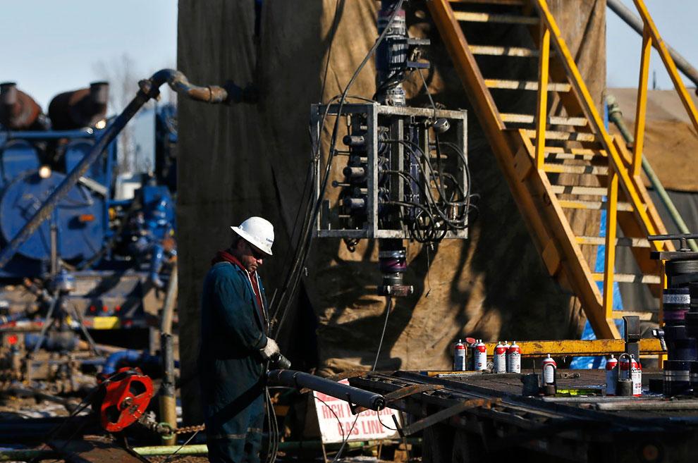 Инструменты настоящего американского буровика, Северная Дакота, 12 марта 2013. (Фото Shannon