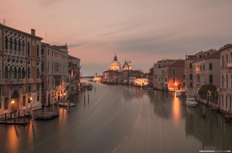 17. Еще один вид с моста Академии на Базилику Санта-Мария делла Салюте, Венеция, Италия. Май