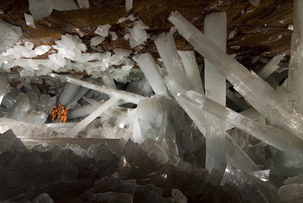 Пещера Гигантских Кристаллов была обнаружена лишь в 2000 году, когда горнодобывающая компания