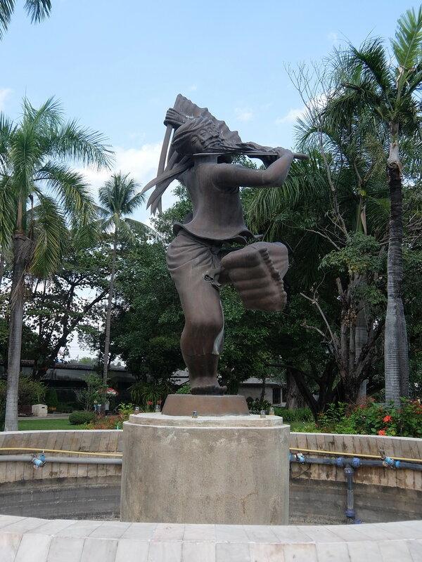 Чиангмай - Скульптура в парке