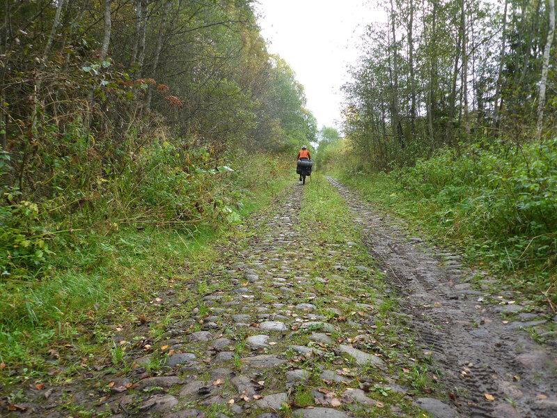 на велосипеде по старой чоловской дороге с брусчаткой