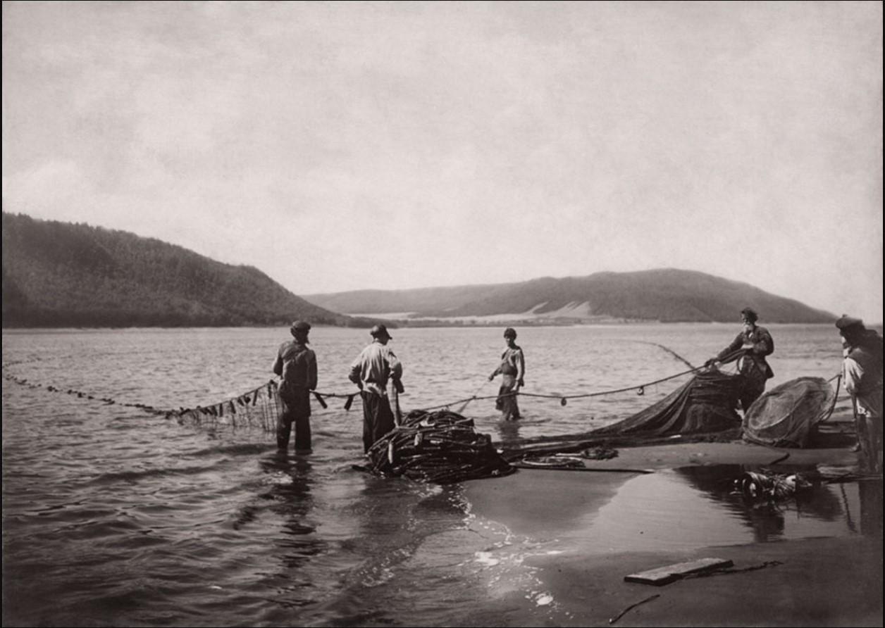 Окрестности Самары. Рыбаки на Волге. Вид на село Отважное