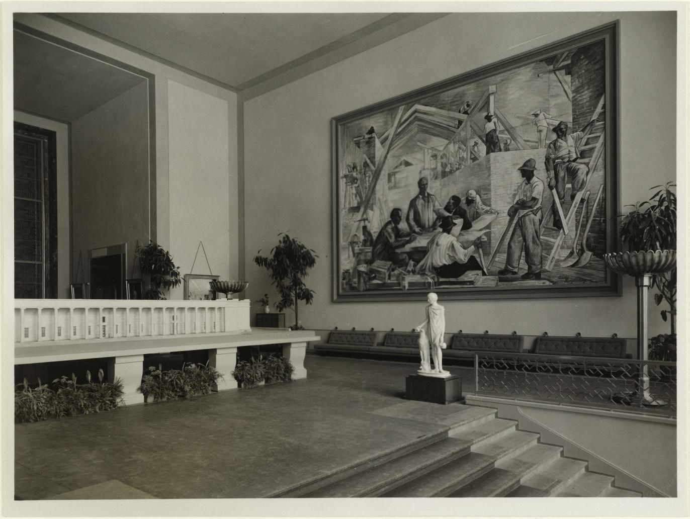 Выставочный зал, подиум. Картина «Братство» Рудольфа Хенгстенберга