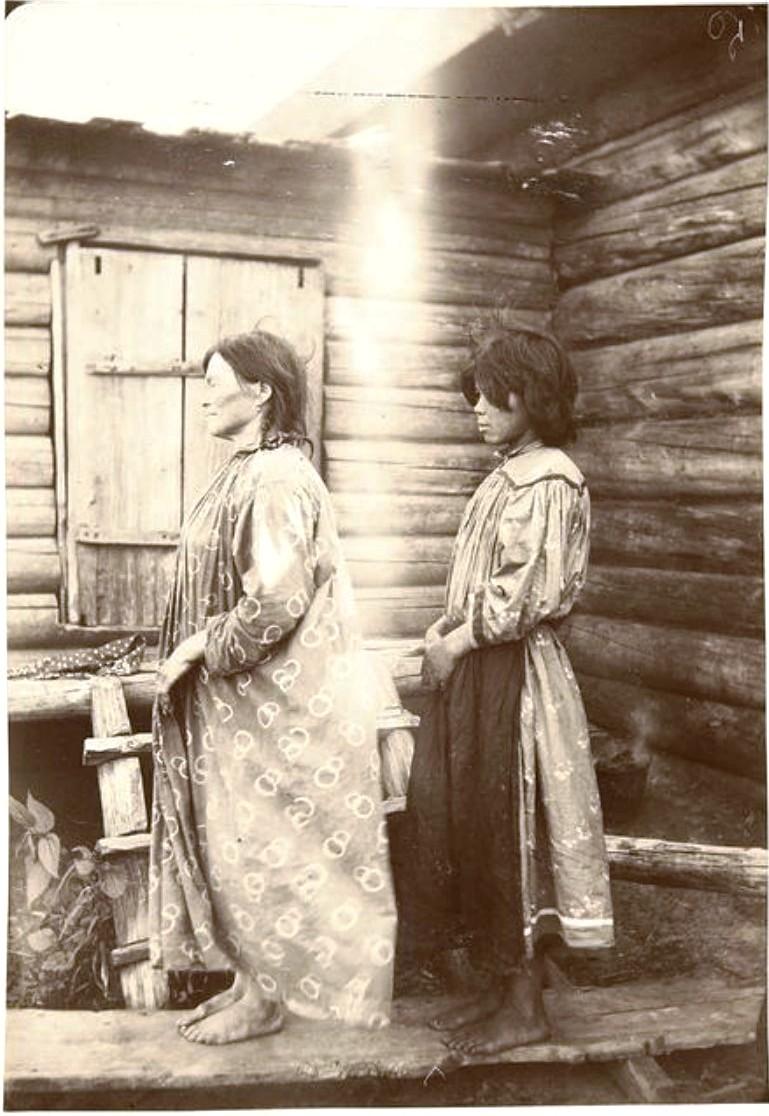 Слева направо: Екатерина и Елена Немелькины. Васюган